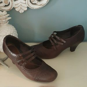 Clarks brown leather strappy oxford heels 🍀